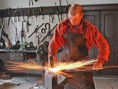 Kováři předvedli své umění při výrobě takzvaného svářkového damašku.