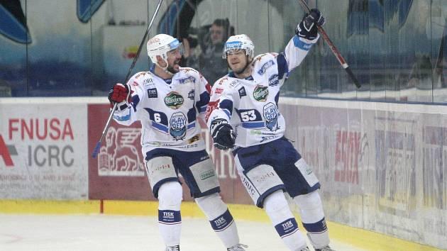 Hokejisté brněnské Komety vyřadili ve čtvrtfinále play-off extraligy rivala pražskou Spartu v pouhých čtyřech zápasech. Radoval se i Jozef Kováčik (vlevo)