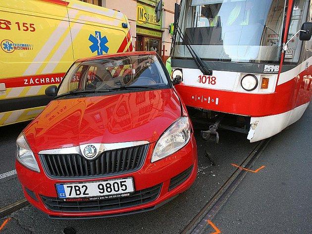 V ulici Milady Horákové se srazila tramvaj s autem.