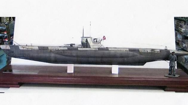 Jediná dochovaná fotografie ponorky dokumentuje její spuštění do vody. Na přídi měla znak Brna a znak s medvědem. Patřil 11. flotile, pod kterou ponorka spadala.