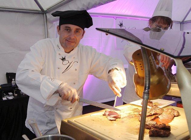 Na čerstvé jídlo připravené přímo před zraky strávníků lákal v pátek druhý díl Trhů jako Brno u Vaňkovky.