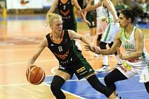 Petra Záplatová (na snímku vlevo)