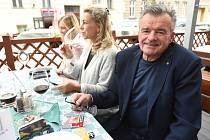Štáb ODS - kandidát na senátora Roman Kraus s manželkou.