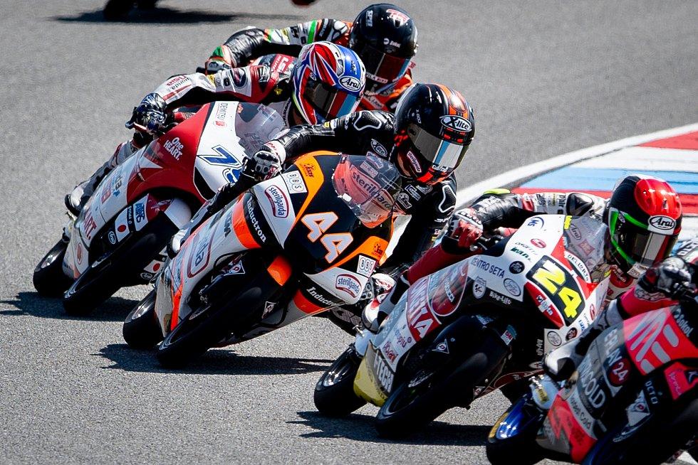 Finálový závod Moto3 Velká cena České republiky, závod mistrovství světa silničních motocyklů v Brně 4. srpna 2019.  Na snímku (střed) Aron Canet (SPA).