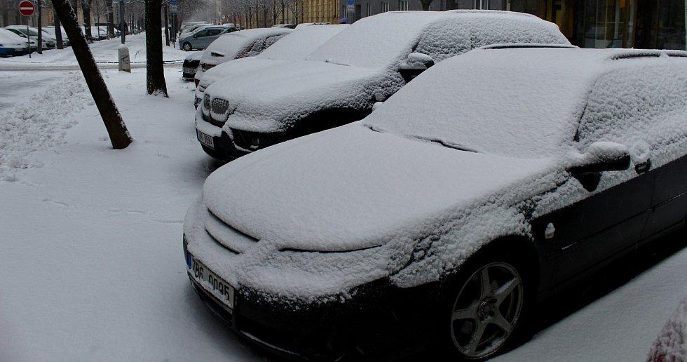 Dopolední záběry ze zasněženého Brna.