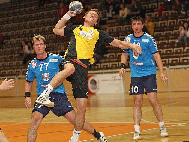 HVĚZDA TÝMU. Podaří se KP Brno udržet dvacetiletého tahouna Jana Hubáčka (ve žlutém)?