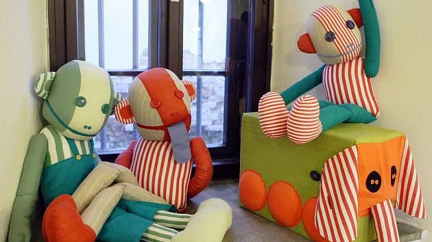 Výstava látkových hraček na Kapucínském náměstí.