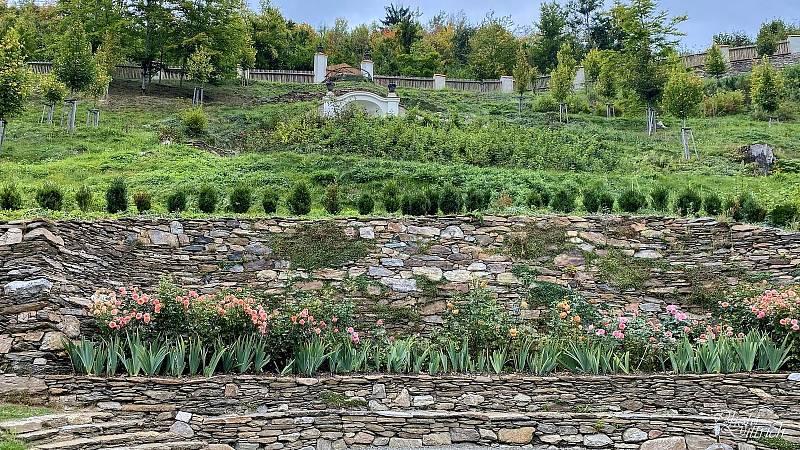 Ještě do 28. září mohou lidé obdivovat interiéry hradu Pernštejn vyzdobené podzimními vazbami z květin a plodů.