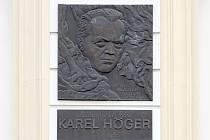 Pamětní deska Karla Högera.