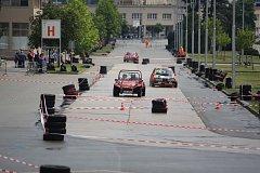 Přehlídka závodních aut a motorek Brno Revival Mezi pavilony.