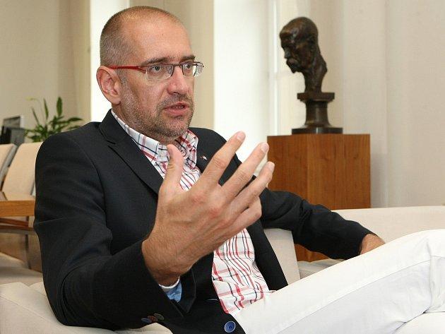 Rektor Masarykovy univerzity Mikuláš Bek.