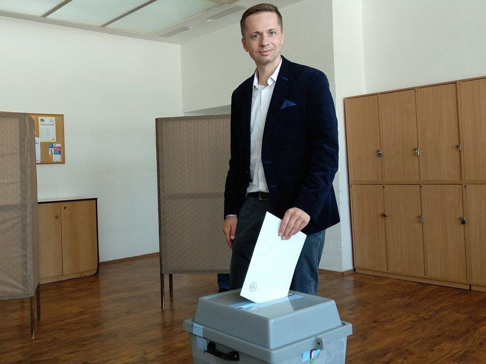 Kandidát na primátora Robert Kotzian z Brno+ při pátečních volbách.