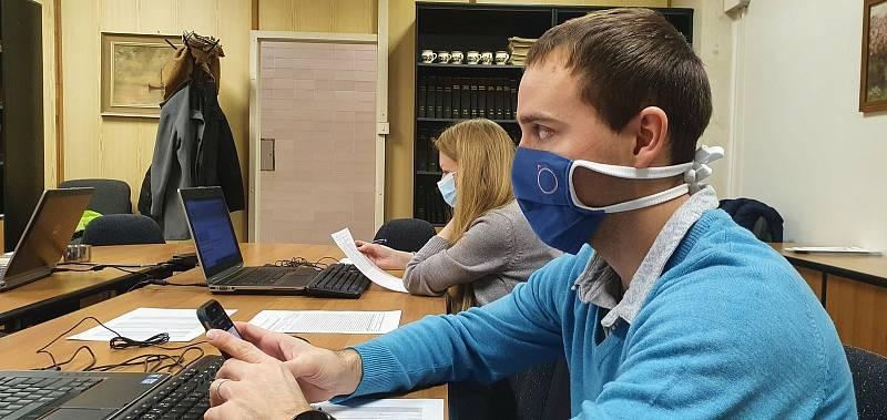 Zaměstnanci hvězdárny pomáhají s administrací očkování.