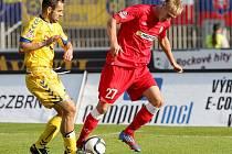Fotbalový útočník brněnské Zbrojovky Michal Škoda (vpravo).