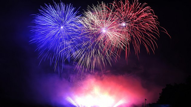 Předposlední soutěžní ohňostroj ovládli Rumuni. Oslavili dvě výročí najednou
