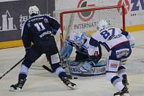 Hokejisté brněnské Komety (v bílém) vyhráli i třetí utkání semifinále play-off extraligy nad Plzní, tentokrát 3:2, a v sérii vedou už 3:0 na zápasy.