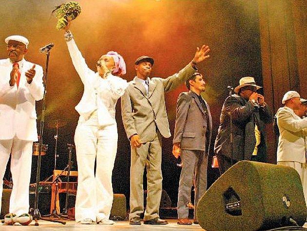 Z uskupení Buena Vista Social Club v Brně vystoupí zpěvák Julio Alberto Fernandez, Julienne Oviedo Sanchez, trumpetista Yanco Pizaco a členka kapely Afro Cuban All Stars Teresa Garcia Caturla.