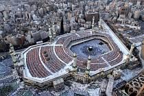Miliony muslimů se každoročně vypraví na pouť do saudské Mekky.