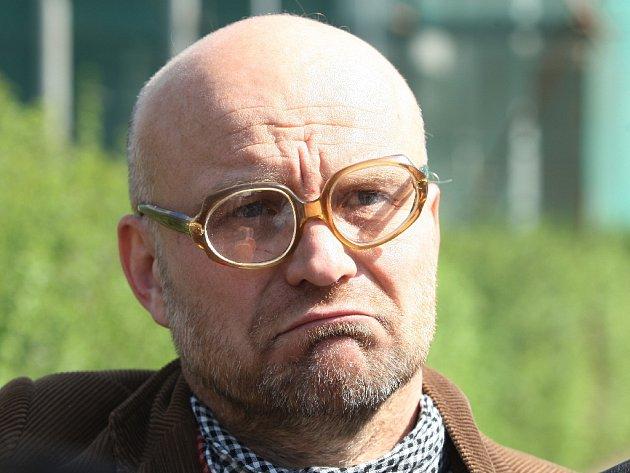 Sochař Michal Blažek.