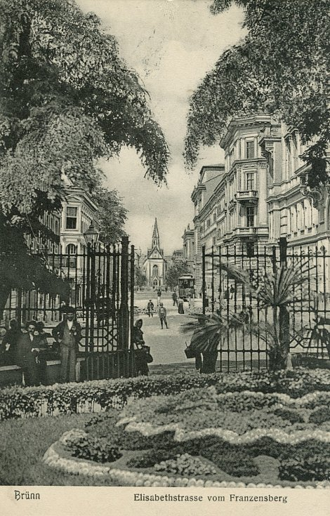Výstava Nedělní korzo na hradě Špilberk.