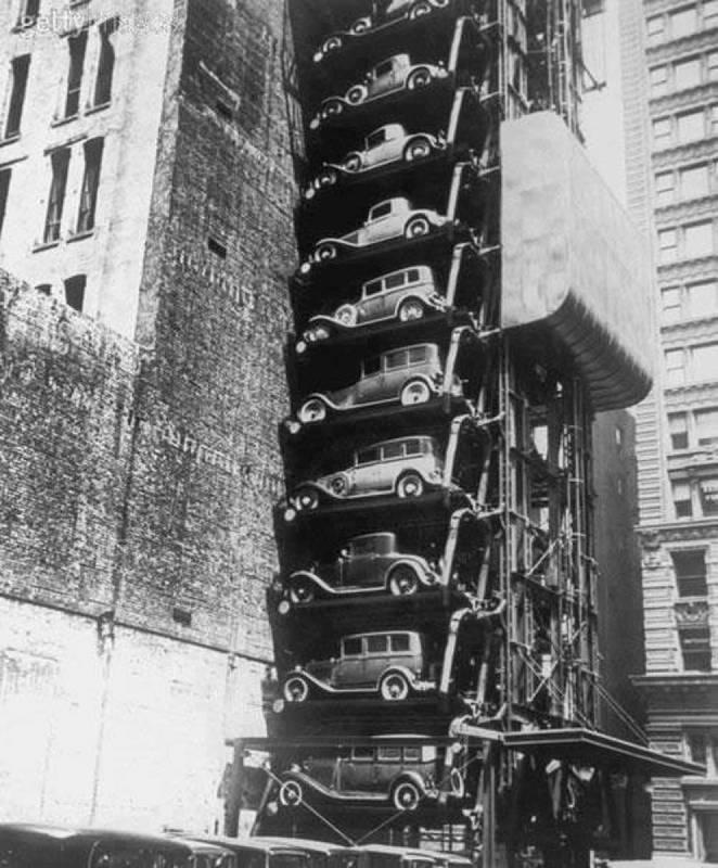 První vertikální parkoviště z roku 1932 ve Spojených státech amerických.