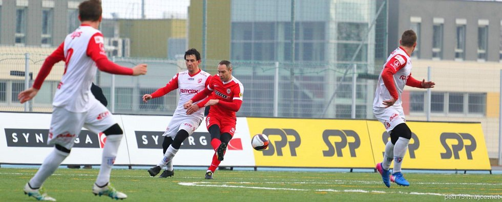 V prvním utkání v roce 2018 fotbalisté brněnské Zbrojovky přehráli Pardubice 3:1 v úvodním duelu základní skupiny C Tipsport ligy.