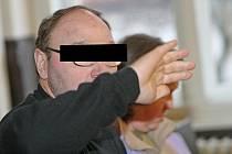 Krajský soud v Brně potvrdil dvěma mužům a jedné ženě tresty za zneužívání nezletilých.