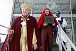 Tři králové kromě moravských domácností každoročně koledují také na různých brněnských institucích. V úterý se Kašpar, Melichar a Baltazar vypravili například na brněnský magistrát a krajský úřad. Do kasičky přispěli i brněnský biskup a ombudsmanka.
