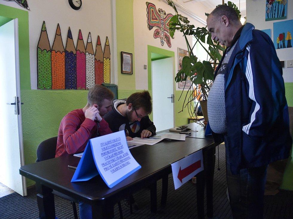 Volby na brněnské Základní škole Kamenačky.