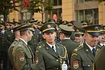 Tradiční slavnostní vyřazení studentů Univerzity obrany se po roční pauze vrátilo na náměstí Svobody.