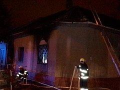 Požár rodinného domu zaměstnal v noci na pátek jihomoravské hasiče. Hodinu po půlnoci vyjížděli do brněnské Filipínského ulice.