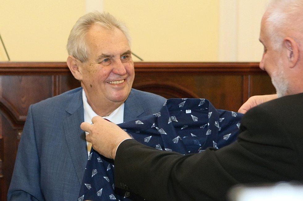 Prezident Miloš Zeman zahájil 21. listopadu 2017 návštěvu Jihomoravského kraje v brněnském sídle krajského úřadu a setkáním s pracovníky firmy Trade Fides.