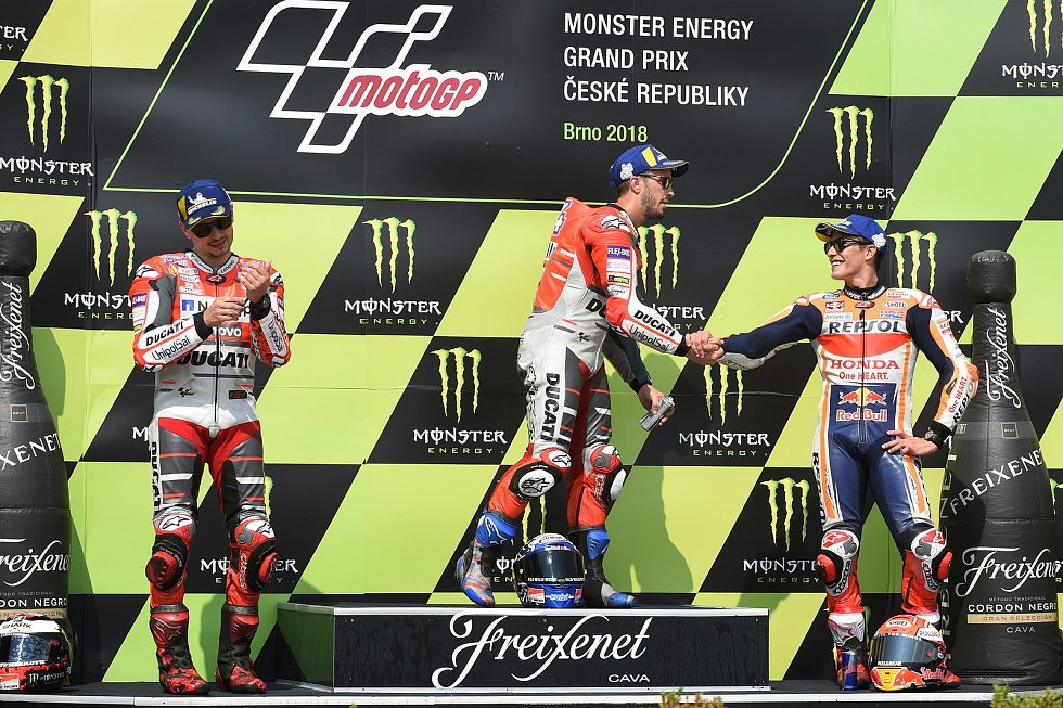 Vyhlášení vítězů závodu Moto GP - 1. Andrea Dovizioso, 2. Jorge Lorenzo a 3. Marc Márquez