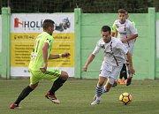 Fotbalisté Líšně (bílé dresy) podlehli v poháru prvoligové Karviné jasně 0:4.