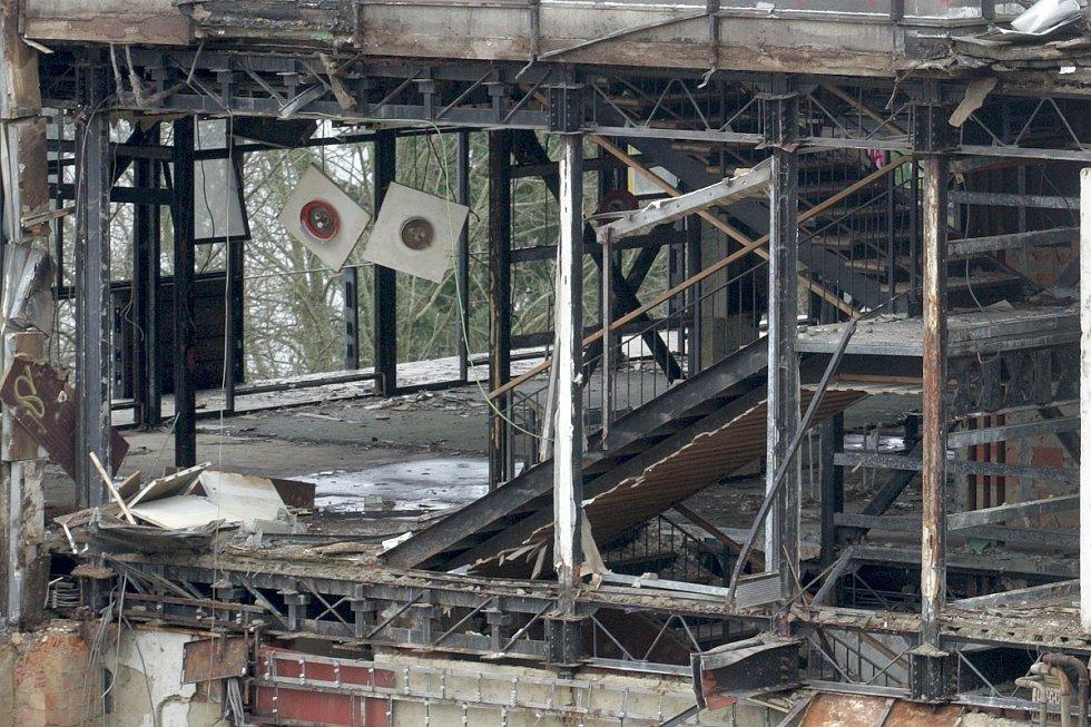 Bourání kdysi vyhlášeného hotelu Přehrada.