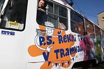 Netradiční způsob, jak vyznat lásku nebo popřát k narozeninám mohou Brňané nově zvolit díky takzvané PS tramvaji.