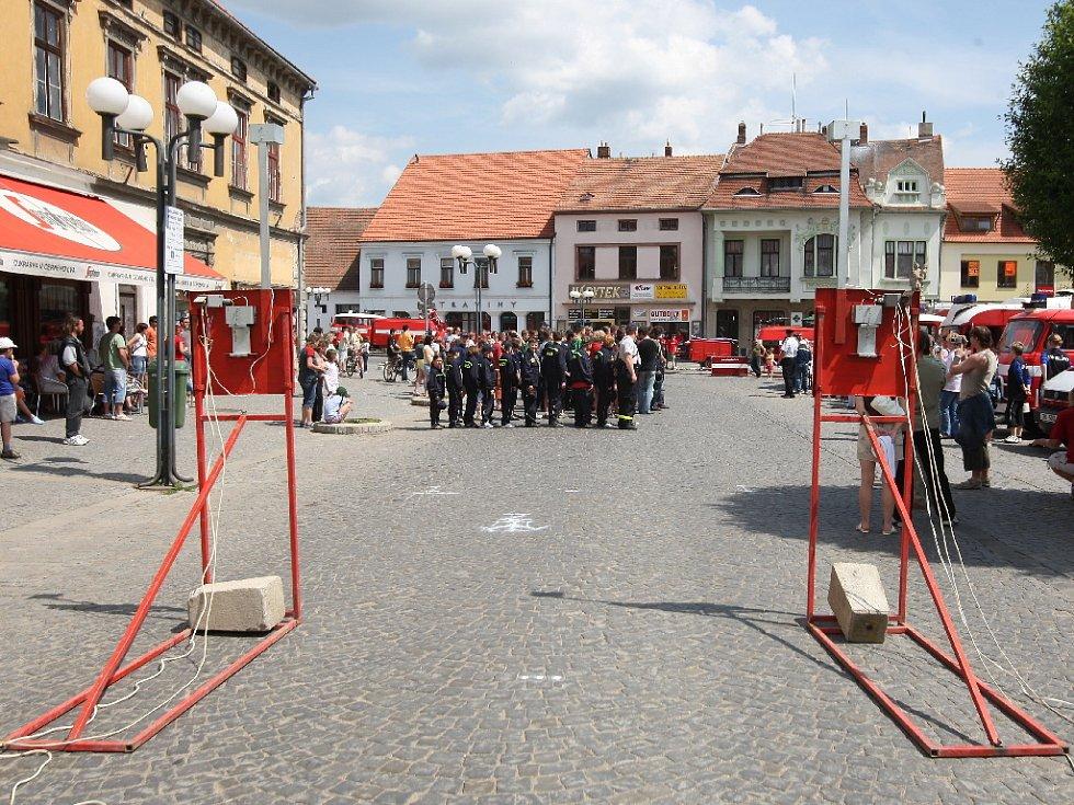 Hasiči soutěžili v Ivančicích.