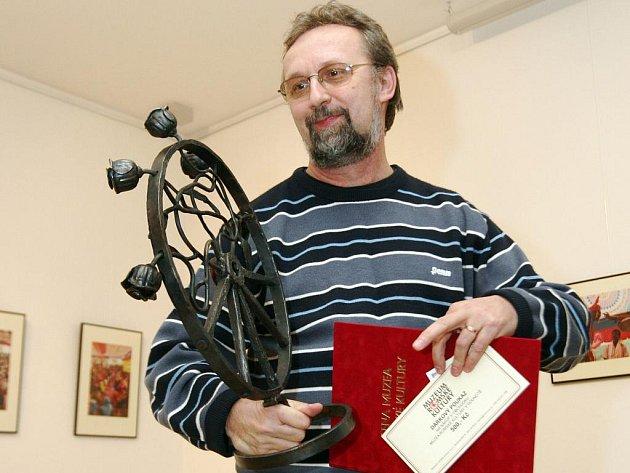 Ján Sajko, učitel výtvarné výchovy ve slovenské romské osadě Jarovnicích, se stal v pátek odpoledne druhým držitelem Ceny Muzea romské kultury.