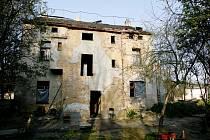 Polorozpadlé domy mají nahradit nové.