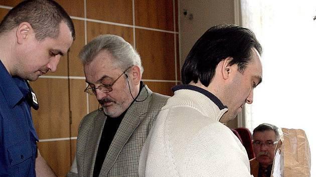 Vjačeslav Petrovič Šamanin a Ilfat Gataurin u brněnského soudu.