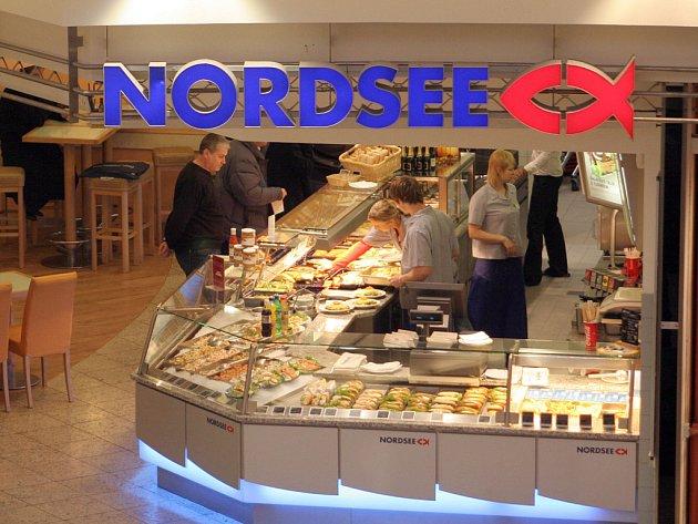 Restaurace Nordsee v Galerii Vaňkovka je sice samoobslužná, ale lidé v ní okusí takové dobroty, které jinde nenabízí