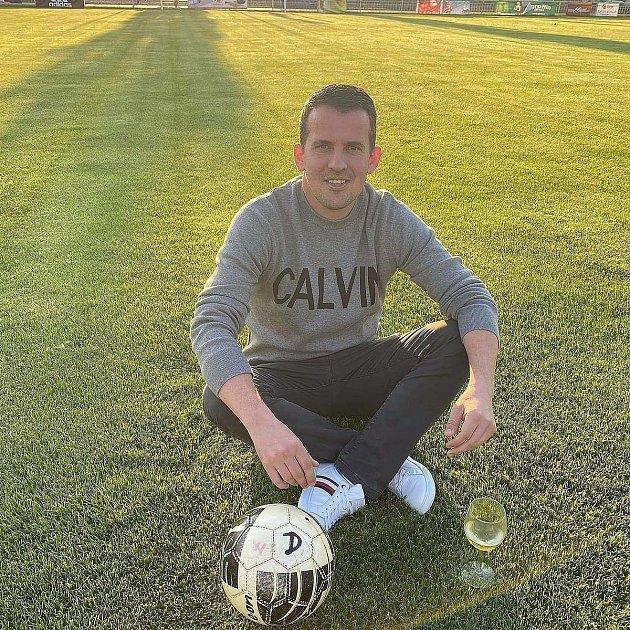 Radim Kopl za Ratíškovice hrál, teď dělá vedoucího mužstva.