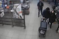 Brněnští kriminalisté pátrají po pachateli, který odcizil peněženku devětasedmdesátileté ženě z kabelky.