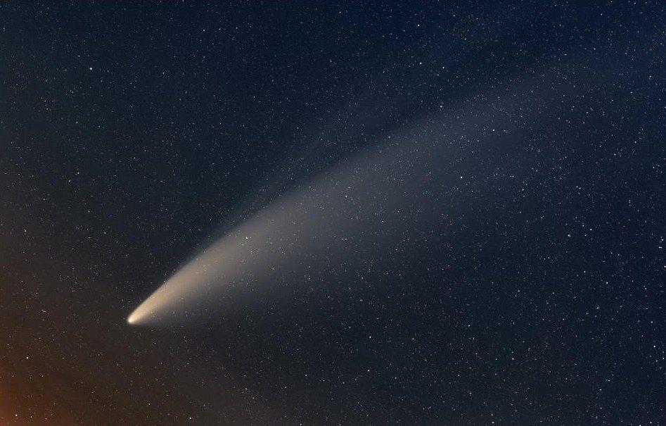 Snímek zachycující kometu Neowise od profesora Miloslava Druckmüllera z brněnské techniky zvolila americká NASA za astronomický snímek dne.
