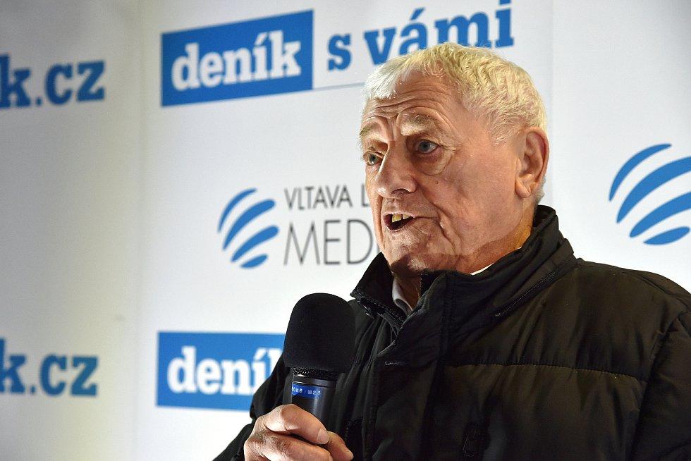 Beseda s hokejovou legendou Jozefem Golonkou.