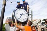 Konec zmatků a nepřesného ukazování času. Nefunkční hodiny na deseti místech v Brně nahradily od úterního dopoledne nové.