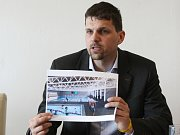 Tisková konference k rekonstrukci a rozšíření plaveckého bazénu za Lužánkam - náměstek primátora Petr Hladík.