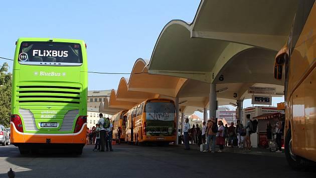 Autobusové nádraží u brněnského Grandu. Dopravní podnik města Brna, který nádraží spravuje, chystá projekt na zlepšení zázemí pro cestující.