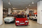 Expozice Pozor zákruta! v brněnském Technickém muzeu nabízí ukázky automobilů a motocyklů z období reálného socialismu.