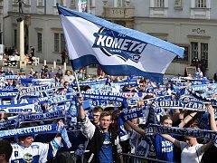 Sledování druhého finálového zápasu extraligy ledního hokeje na Zelném trhu mezi Kometou a Třincem.